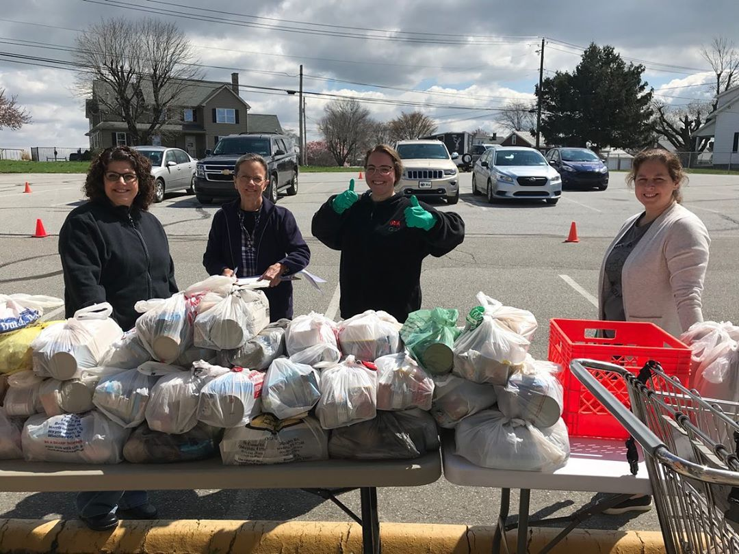 Pequea Valley meal pickup went so well today thanks to our amazing volunteers! Thanks to everyone who came out to help distribute meals to families in our community ❤️ #PVStrong #InThisTogether