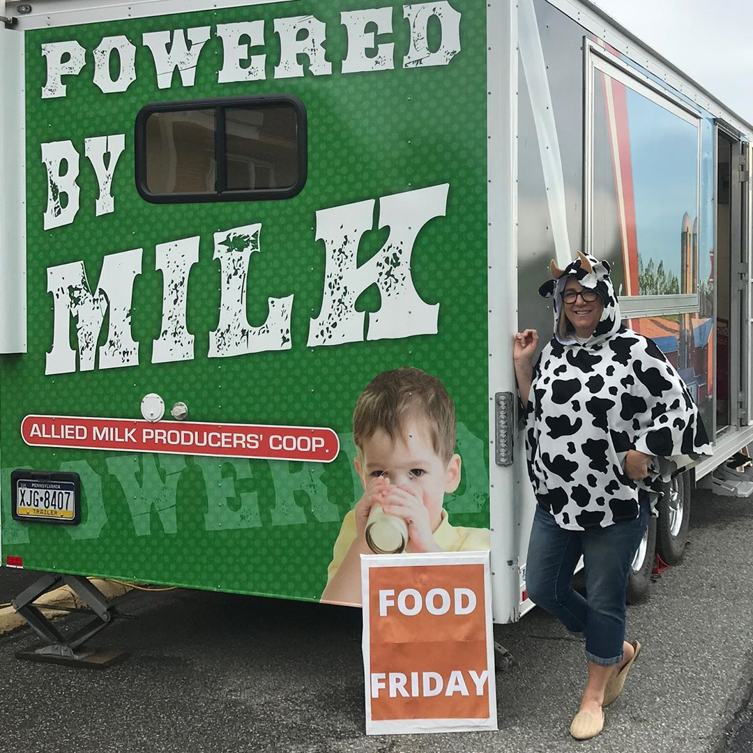 Cowabunga! We are ready for Food Friday with Kerri the Cow! Stop by with your donations and receive a milkshake from the Lancaster Country Dairy Promotional Milk Wagon🥛🍦🙌
